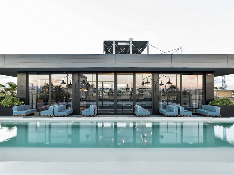 Chic Restaurant with Pool overlooking the Skyline of Milan